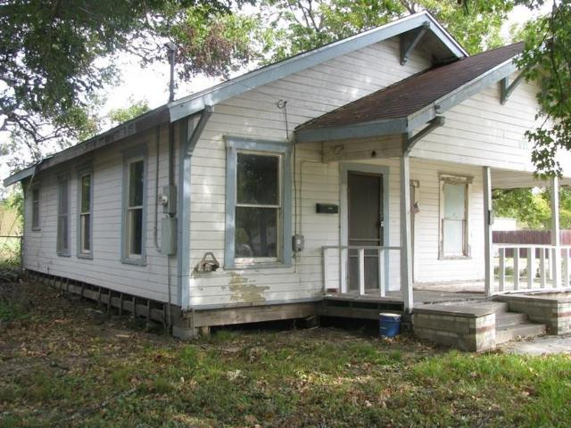 911 Potomac Avenue, Marlin, TX 76661 (MLS #13721253) :: Team Hodnett