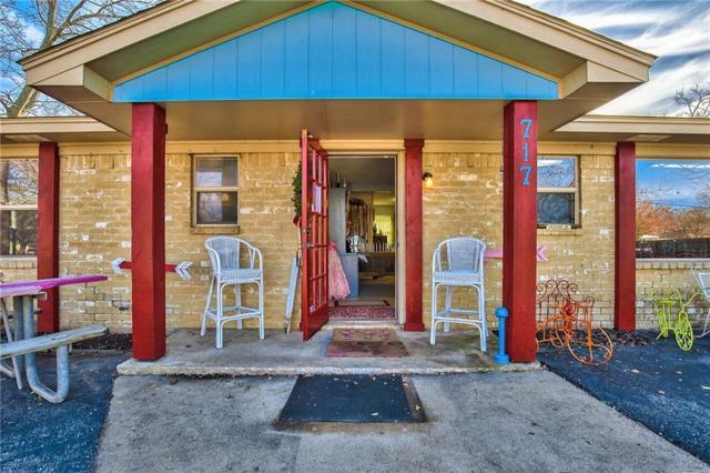 717 E Liberty Street, Pilot Point, TX 76258 (MLS #13748818) :: Team Hodnett