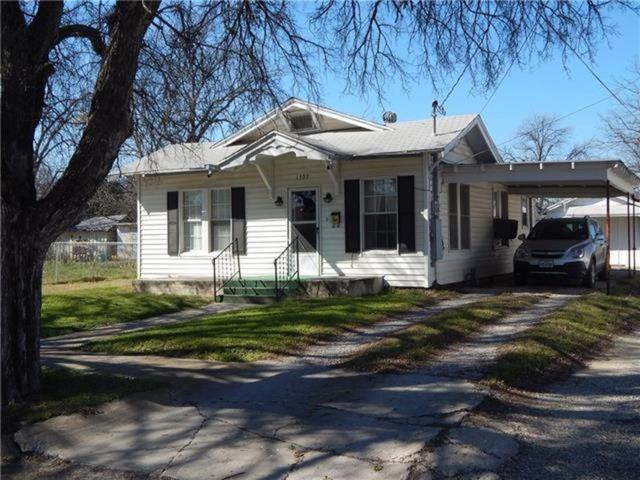 1307 Avenue I, Brownwood, TX 76801 (MLS #13760268) :: Team Hodnett