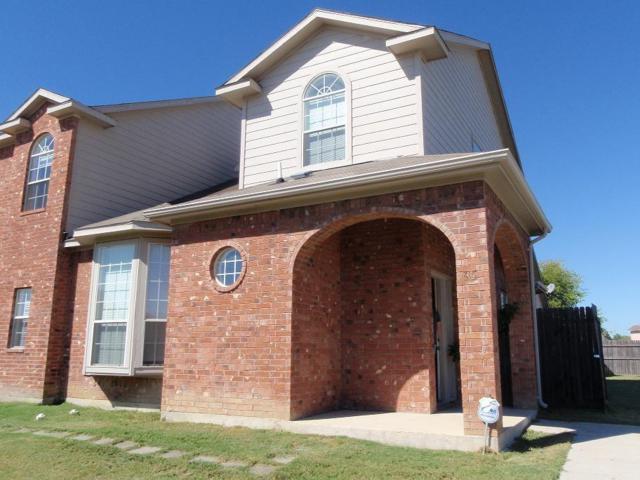 815 Valleybrooke Drive, Arlington, TX 76001 (MLS #13869028) :: The Chad Smith Team