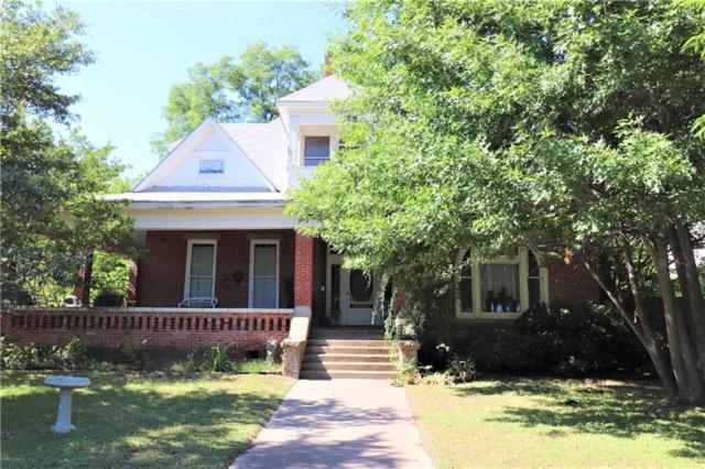 301 E Scott Street, Gainesville, TX 76240 (MLS #13875371) :: Frankie Arthur Real Estate