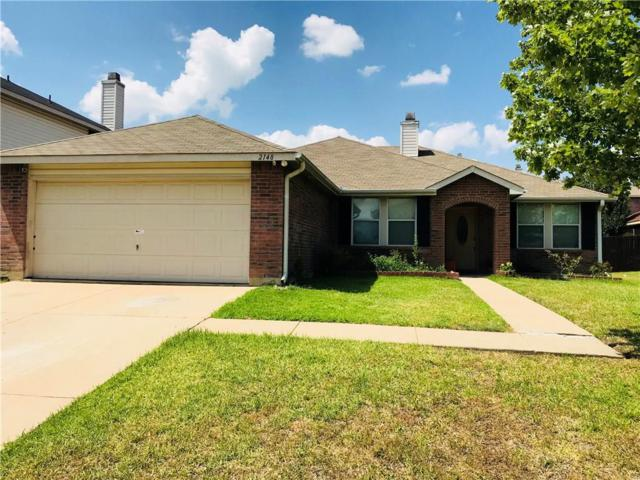 2148 W Grove Lane, Grand Prairie, TX 75052 (MLS #13905375) :: RE/MAX Town & Country