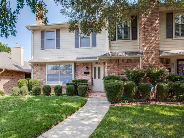 2203 St Vincent Court, Arlington, TX 76013 (MLS #13915234) :: The Hornburg Real Estate Group