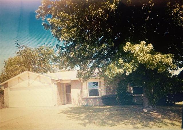 502 Lynne Drive, Grand Prairie, TX 75052 (MLS #13921929) :: RE/MAX Pinnacle Group REALTORS
