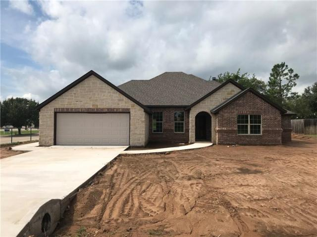 200 Cocopa Drive, Lake Kiowa, TX 76240 (MLS #13927372) :: Frankie Arthur Real Estate