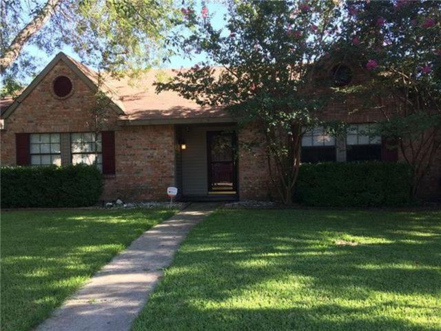 2837 Stratford Lane, Flower Mound, TX 75028 (MLS #13953172) :: The Rhodes Team
