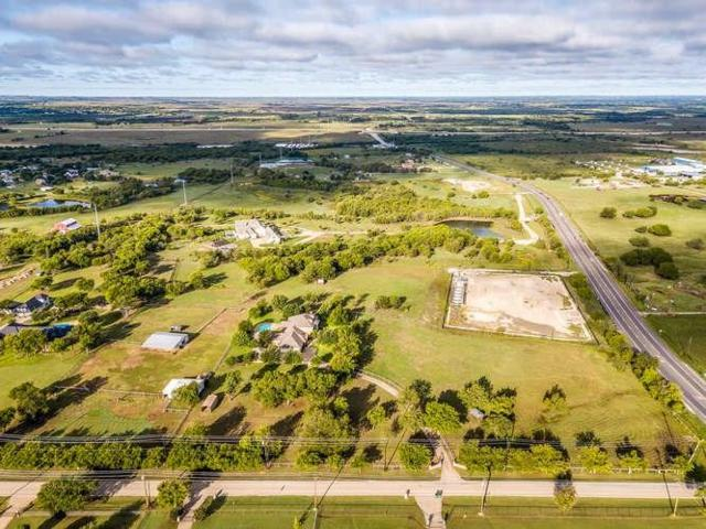 800 W Cleburne Road, Crowley, TX 76036 (MLS #13964657) :: The Mitchell Group