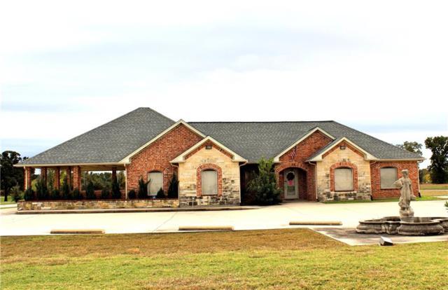 401 Center Court Drive, Bridgeport, TX 76426 (MLS #13969728) :: Kimberly Davis & Associates