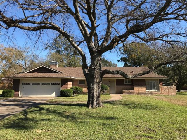 700 Hunter Street, Bonham, TX 75418 (MLS #13973316) :: RE/MAX Town & Country