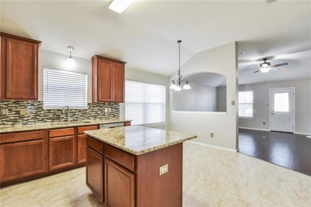 627 Soledad Street, Arlington, TX 76002 (MLS #13973433) :: Team Hodnett