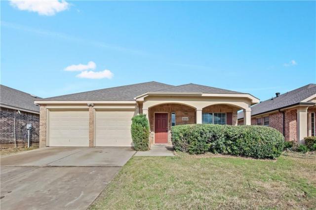 2752 Triple Crown Lane, Grand Prairie, TX 75051 (MLS #13988322) :: The Hornburg Real Estate Group