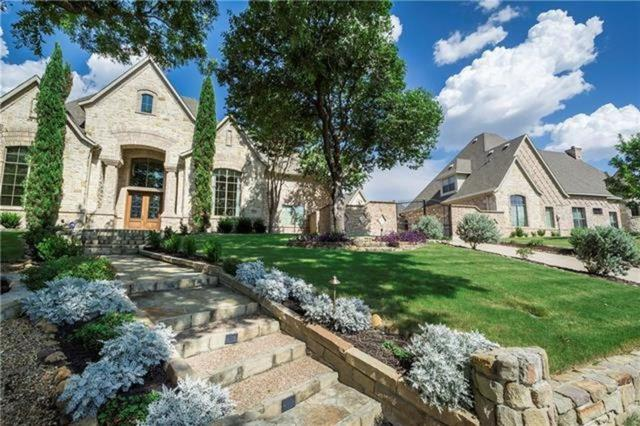 1501 Chancellor Lane, Mckinney, TX 75072 (MLS #13989367) :: Van Poole Properties Group