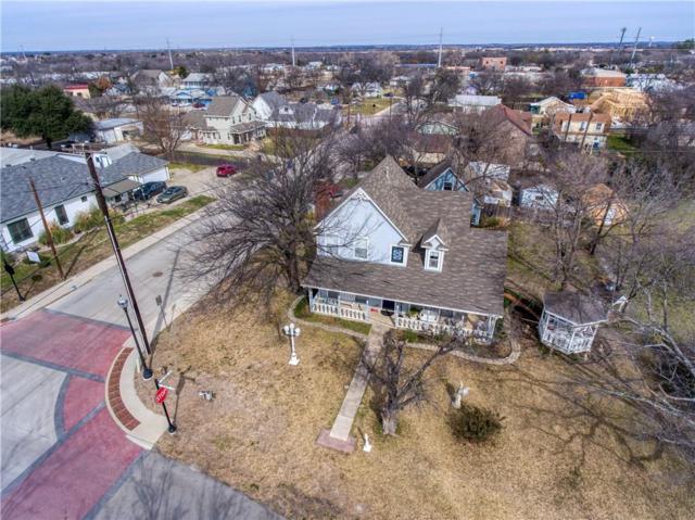 301 Travis, Roanoke, TX 76262 (MLS #14013127) :: The Real Estate Station