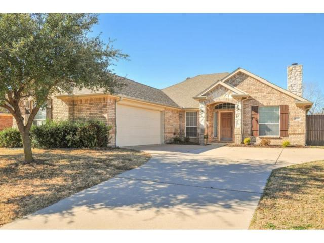 6060 Cedar Glen Drive, Grand Prairie, TX 75052 (MLS #14045106) :: RE/MAX Pinnacle Group REALTORS