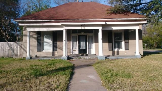 202 Main Street, Terrell, TX 75160 (MLS #14060412) :: RE/MAX Town & Country