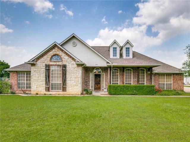 1097 Oak Hollow Lane, Combine, TX 75159 (MLS #14096690) :: Kimberly Davis & Associates