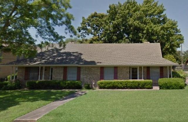 1906 W Shields Drive, Sherman, TX 75092 (MLS #14099260) :: Kimberly Davis & Associates