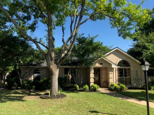 810 Penn Place, Cedar Hill, TX 75104 (MLS #14101377) :: Team Hodnett