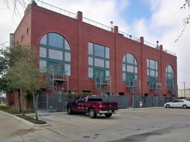 825 W Daggett Avenue, Fort Worth, TX 76104 (MLS #14105731) :: Team Hodnett