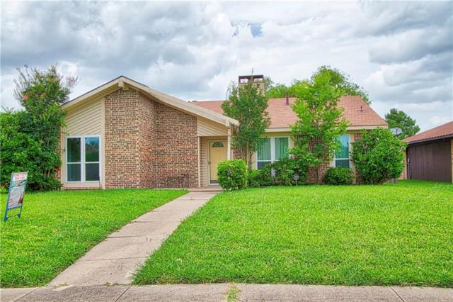 817 Via Altos, Mesquite, TX 75150 (MLS #14108633) :: Ann Carr Real Estate