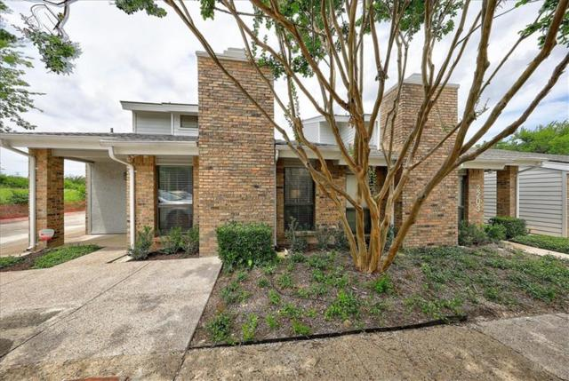17490 Meandering Way #2204, Dallas, TX 75252 (MLS #14113847) :: The Real Estate Station