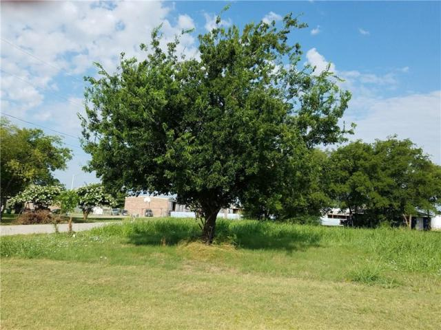 209 Smith Street, Sanger, TX 76266 (MLS #14134228) :: RE/MAX Town & Country