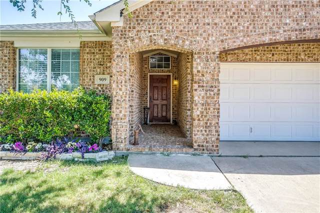 909 Hunter Lane, Burleson, TX 76028 (MLS #14138524) :: RE/MAX Town & Country