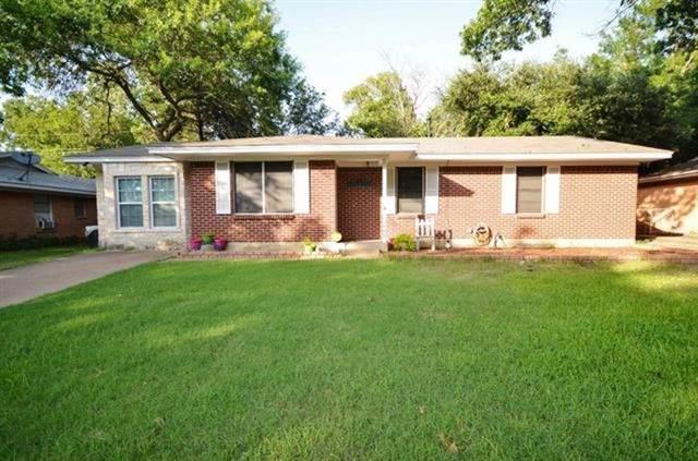 1600 Nichols Street, Ennis, TX 75119 (MLS #14139601) :: Team Hodnett