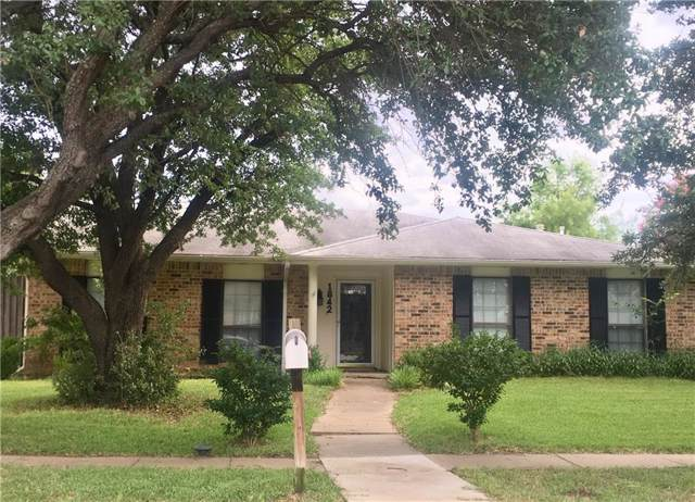 1842 Castille Drive, Carrollton, TX 75007 (MLS #14139653) :: RE/MAX Town & Country
