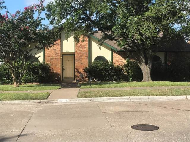 3706 Red Oak Drive, Garland, TX 75043 (MLS #14144778) :: Ann Carr Real Estate