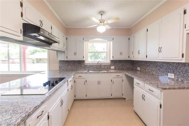 2747 Knob Hill Drive, Little Elm, TX 75068 (MLS #14165520) :: Kimberly Davis & Associates