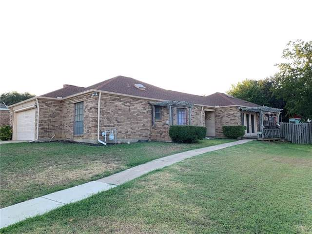914 Country Club Circle, Grand Prairie, TX 75052 (MLS #14165579) :: Tanika Donnell Realty Group