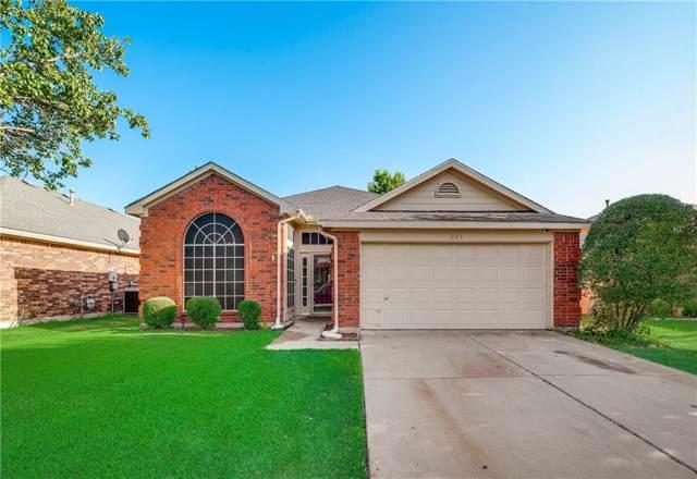 209 Weyland Drive, Grand Prairie, TX 75052 (MLS #14166886) :: Ann Carr Real Estate