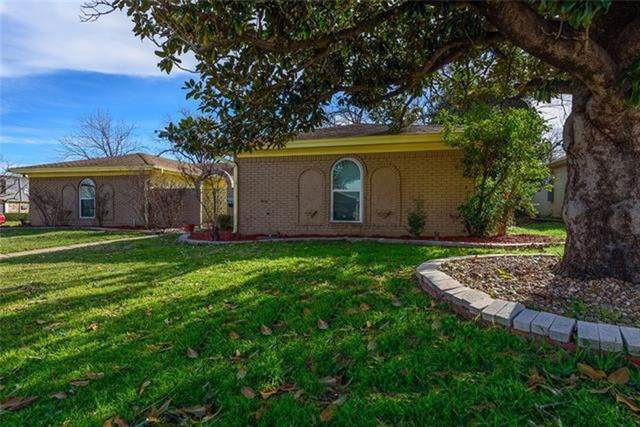 5024 Emerald Lake Drive, Fort Worth, TX 76103 (MLS #14168596) :: Hargrove Realty Group