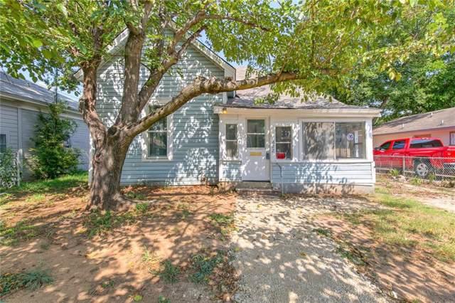 822 N Robinson Street, Cleburne, TX 76031 (MLS #14173908) :: The Rhodes Team