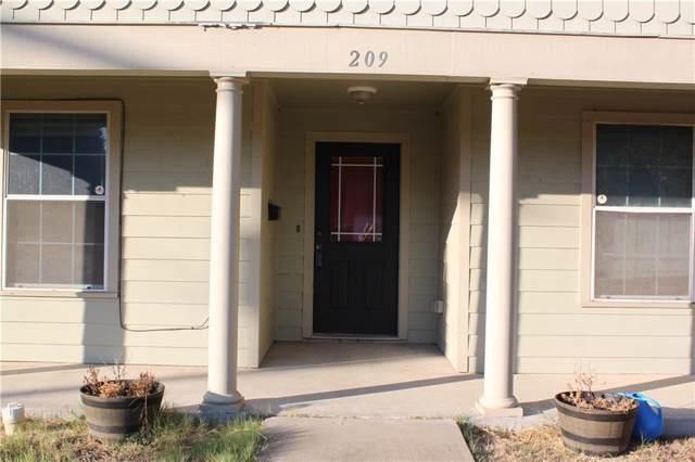 209 E Ross Street, Waxahachie, TX 75165 (MLS #14184803) :: The Chad Smith Team