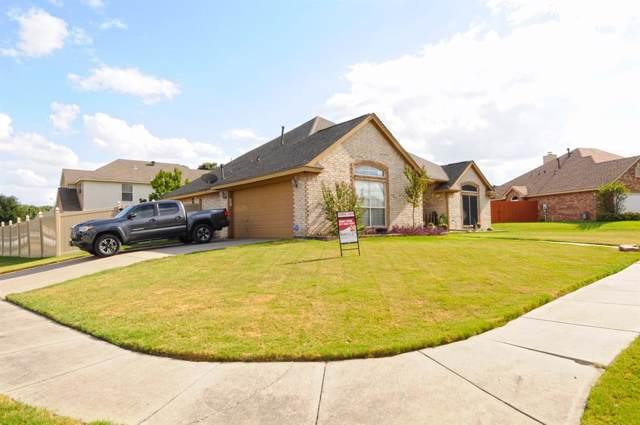 901 Friar Drive, Saginaw, TX 76179 (MLS #14194935) :: The Real Estate Station