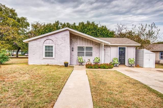 942 Scott Drive, Denton, TX 76205 (MLS #14199736) :: Lynn Wilson with Keller Williams DFW/Southlake