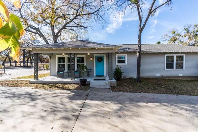 526 Ball Street, Grapevine, TX 76051 (MLS #14200139) :: The Chad Smith Team