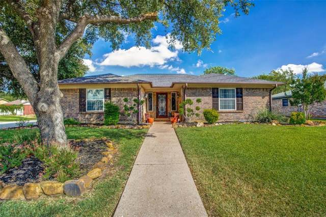 1401 Fieldstone Court E, Bedford, TX 76022 (MLS #14200508) :: RE/MAX Town & Country