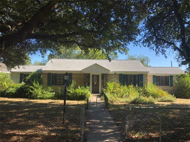 8906 Forest Hills Boulevard, Dallas, TX 75218 (MLS #14201793) :: Lynn Wilson with Keller Williams DFW/Southlake