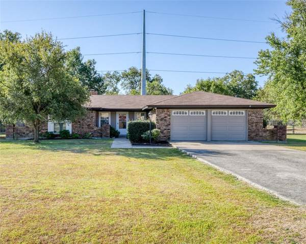 114 Southwood Drive, Burleson, TX 76028 (MLS #14202703) :: RE/MAX Town & Country