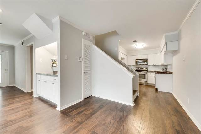 5718 Marvin Loving Drive #117, Garland, TX 75043 (MLS #14203527) :: The Hornburg Real Estate Group