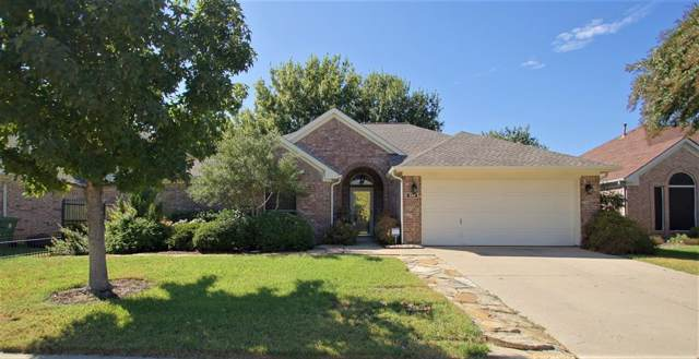 333 Parkview Drive, Hurst, TX 76053 (MLS #14205059) :: Lynn Wilson with Keller Williams DFW/Southlake