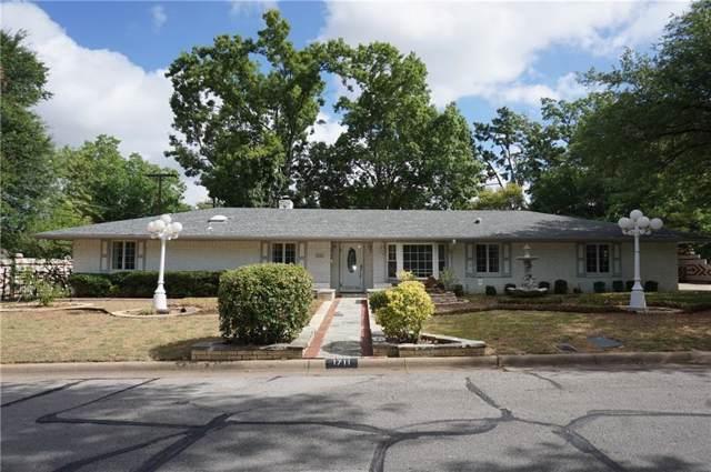 1711 W Lavender Lane, Arlington, TX 76013 (MLS #14205536) :: Roberts Real Estate Group