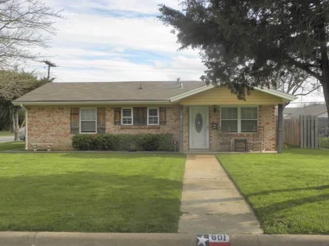 601 W Mills Drive, Euless, TX 76040 (MLS #14205759) :: Lynn Wilson with Keller Williams DFW/Southlake