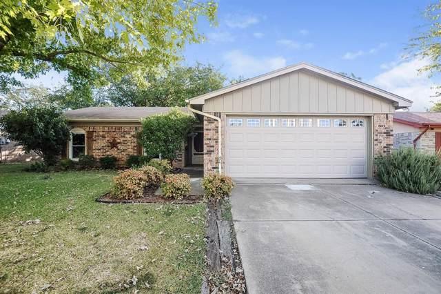 1128 N Knowles Drive, Saginaw, TX 76179 (MLS #14206148) :: The Chad Smith Team