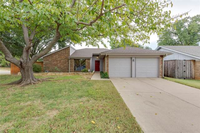 308 Lark Lane, Euless, TX 76039 (MLS #14208079) :: The Hornburg Real Estate Group