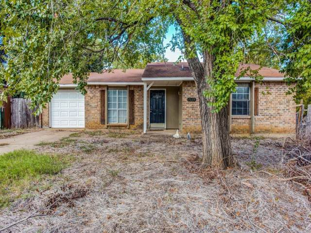 7029 Fallbrook Court E, Fort Worth, TX 76120 (MLS #14208802) :: The Chad Smith Team
