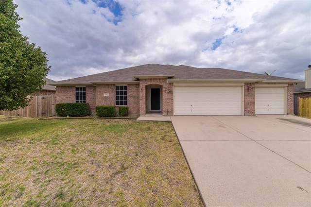 420 Bretts Way, Burleson, TX 76028 (MLS #14210089) :: RE/MAX Town & Country